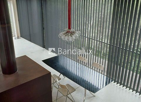 Cortina vertical techos altos